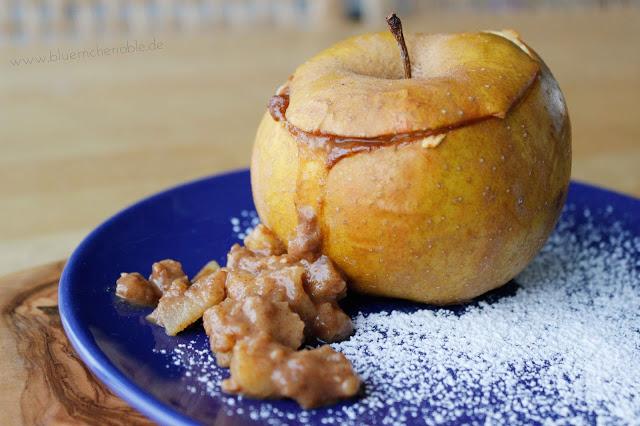 wärmender Snack Winter Bratapfel Rezept Zimt Erdnüsse Honig Apfel